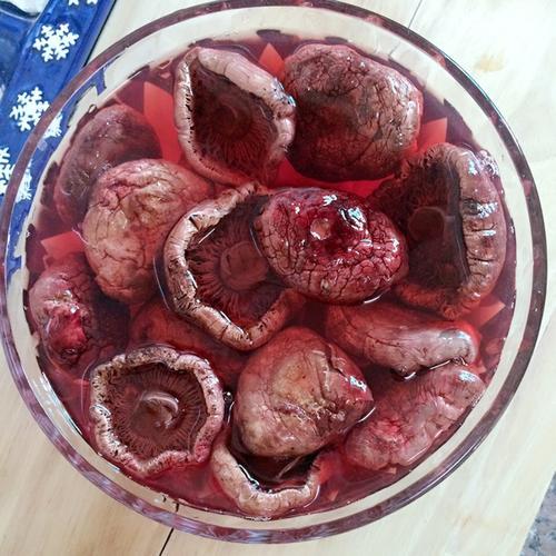 野生红菇煲鸡汤