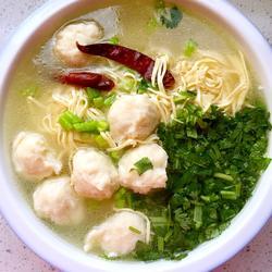 鱼丸干豆腐丝鲜汤