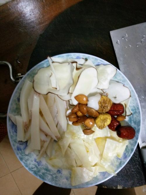 响螺花胶海底椰汤