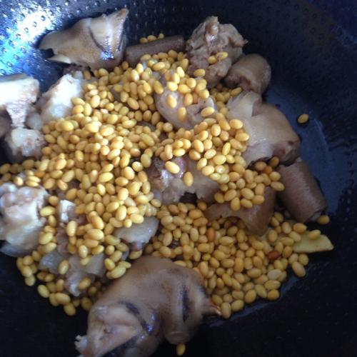 猪蹄尾巴黄豆汤