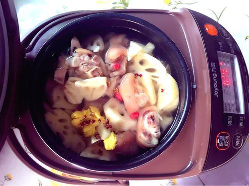 猪蹄炖藕(电饭煲版)