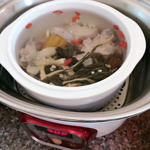 菜干薏米龙骨汤
