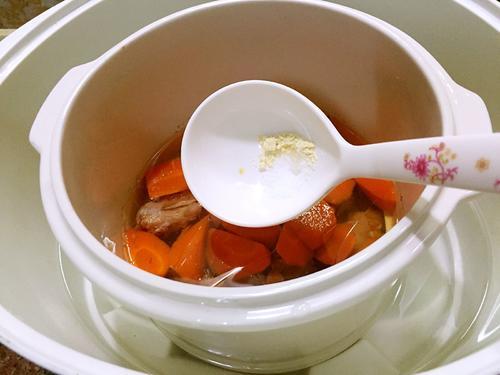 胡萝卜炖排骨