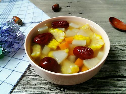 萝卜红枣玉米汤