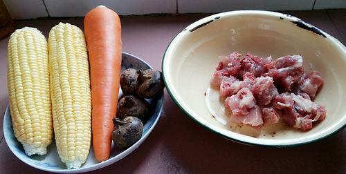 玉米胡萝卜马蹄排骨汤
