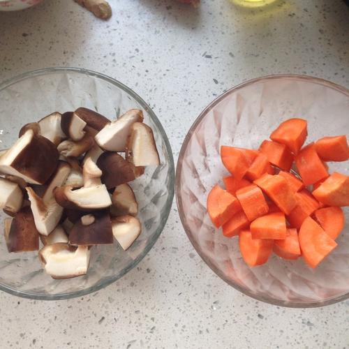 香菇胡萝卜排骨汤