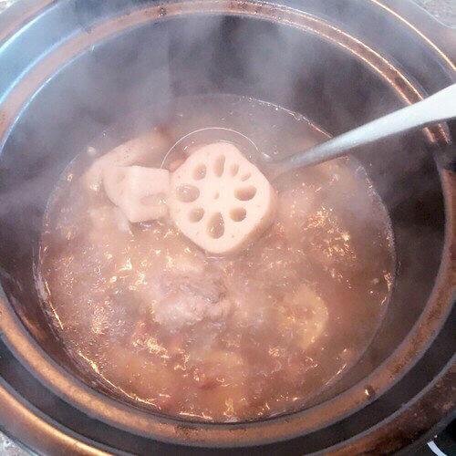 瓦罐莲藕大骨汤