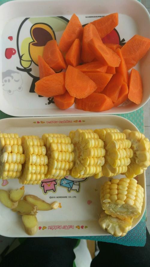 简易电饭煲胡萝卜玉米排骨汤