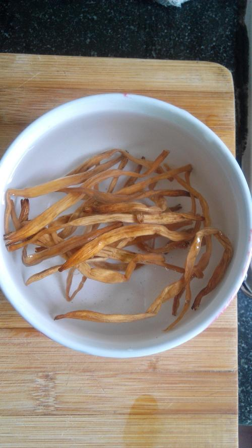 黄花菜炖菜鸭