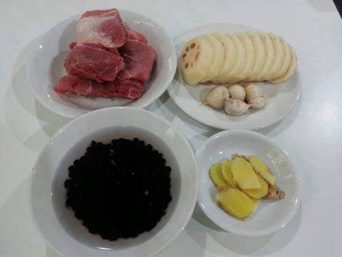养生黑豆莲藕肉骨汤