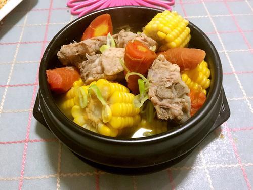 胡萝卜玉米炖排骨