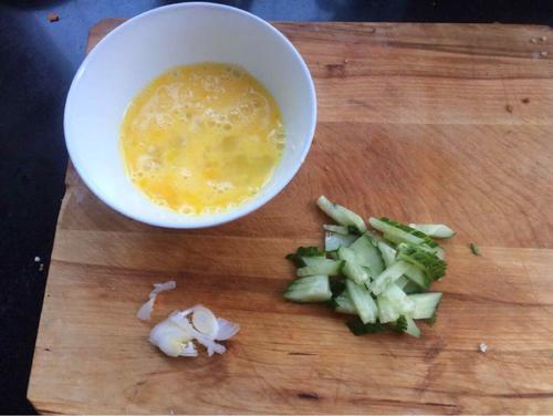 鸡蛋黄瓜汤