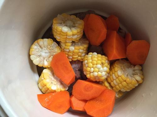 玉米萝卜炖排骨