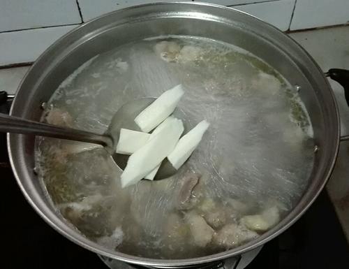 老鸭淮山枸杞汤