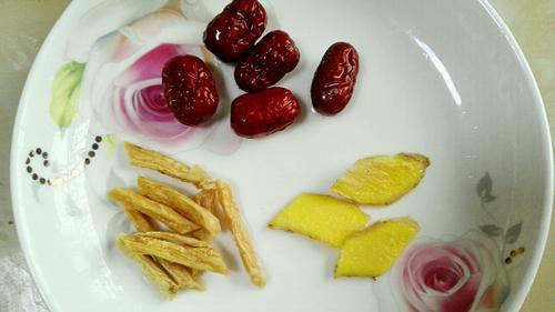 红萝卜山药排骨汤