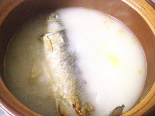 鲫鱼金针菇汤