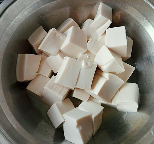 菌菇豆腐瘦肉汤