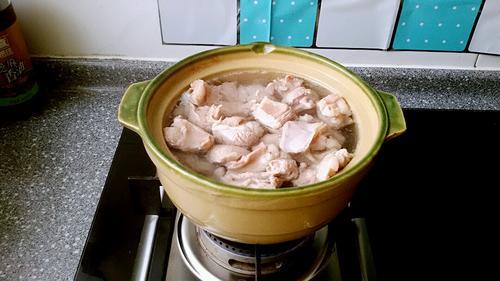 清汤羊肉萝卜煲