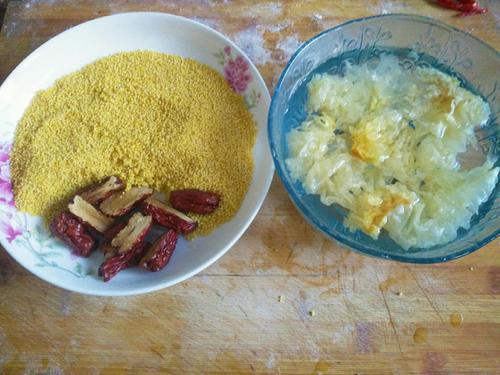 小米红枣银耳粥