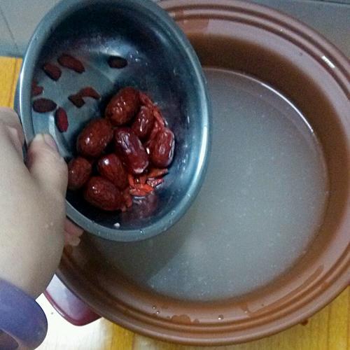 红枣枸杞排骨粥
