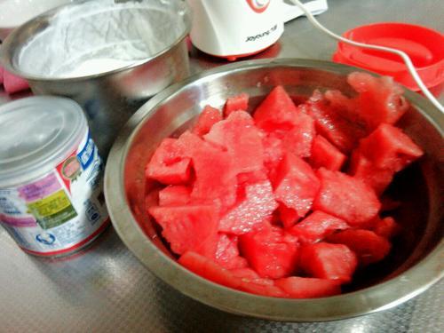 西瓜酸奶沙冰排