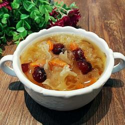 银耳红枣枸杞养颜汤